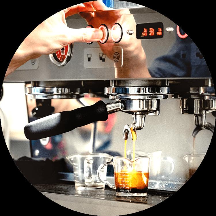 Handgemachter Kaffee hat tendenziell eine höhere Qualität und Stärke
